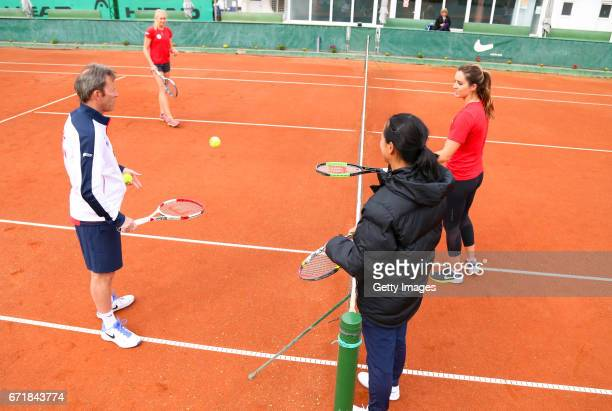 Jeremy Bates talks with Jocelyn Rae and Laura Robson of Great Britain with captain Anne Keothavong in a warm up during day 2 of the Fed Cup World...