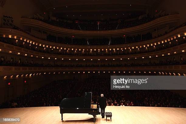 Jeremy Denk performing the music of Bartok Liszt Bach and Beethoven at Carnegie Hall on Friday night March 22 2013