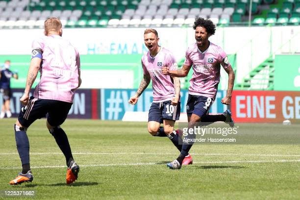 Jeremy Dudziak of Hamburg celebrates his team's second goal during the Second Bundesliga match between SpVgg Greuther Fürth and Hamburger SV at...