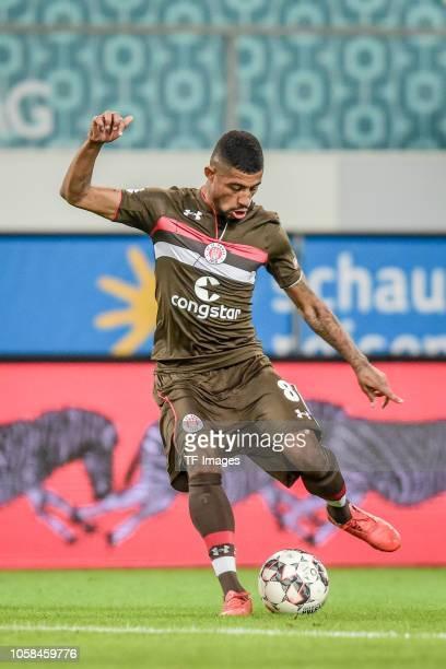 Jeremy Dudziak of St Pauli controls the ball during the Second Bundesliga match between MSV Duisburg and FC St Pauli at SchauinslandReisenArena on...