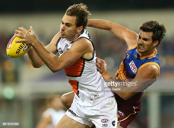 Jeremy Finlayson of the Giants competes with Sam Mayes of ...
