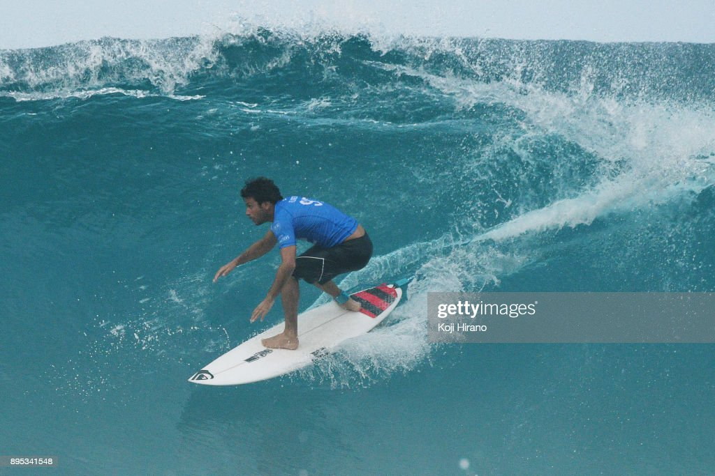 0e30a13474f620 Jeremy Flores competes in the 2017 Billabong Pipe Masters on ...