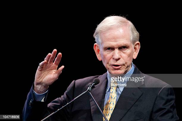 Jeremy Grantham, co-founder of GMO, speaks during the Ira Sohn Investmen Research Conference in New York, U.S., on Wednesday, May 26, 2010. The event...