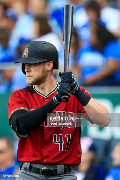 Jeremy Hazelbaker of the Arizona Diamondbacks warms up on the on deck circle during the game against the Kansas City Royals at Kauffman Stadium on...