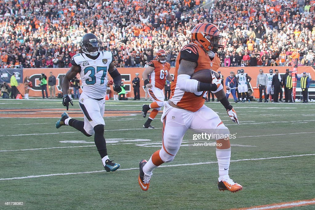 Jeremy Hill #32 of the Cincinnati Bengals runs the football upfield during the game against the Jacksonville Jaguars at Paul Brown Stadium on November 2, 2014 in Cincinnati, Ohio. The Bengals defeated the Jaguars 33-23.
