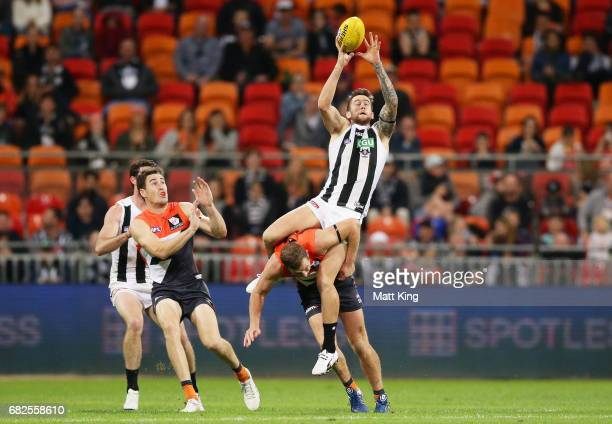 Jeremy Howe of the Magpies marks over the top of Steve Johnson of the Giants during the round eight AFL match between the Greater Western Sydney...