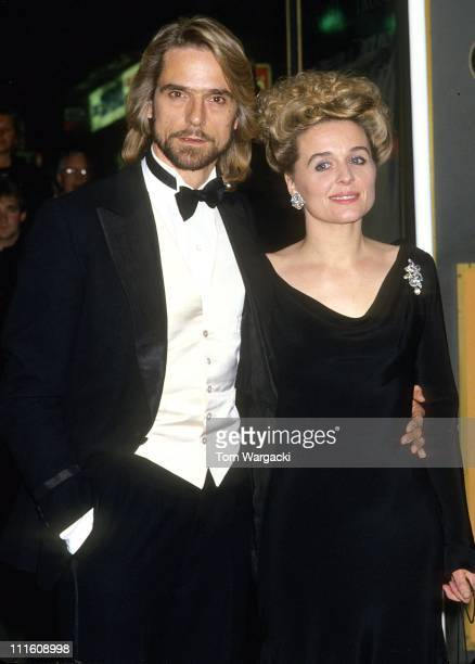 Jeremy Irons and wife Sinead Cusack during 'The Mission' UK Film Premiere June 15 1986 in London Great Britain