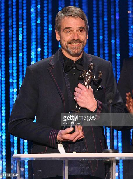 Jeremy Irons winner Outstanding Performance by a Male Actor in a Television Movie or Miniseries for 'Elizabeth I' 12863_JS_0052jpg