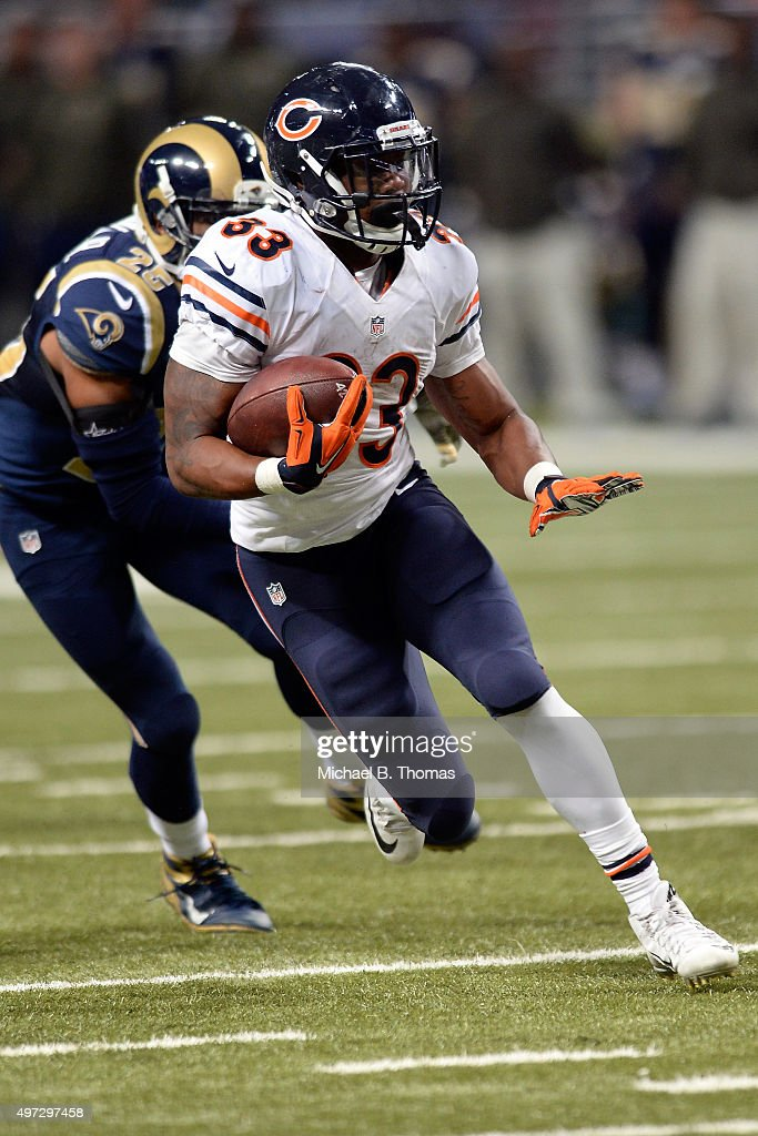 Jeremy Langford #33 of the Chicago Bears carries the ball in the fourth quarter against the St. Louis Rams at the Edward Jones Dome on November 15, 2015 in St. Louis, Missouri.