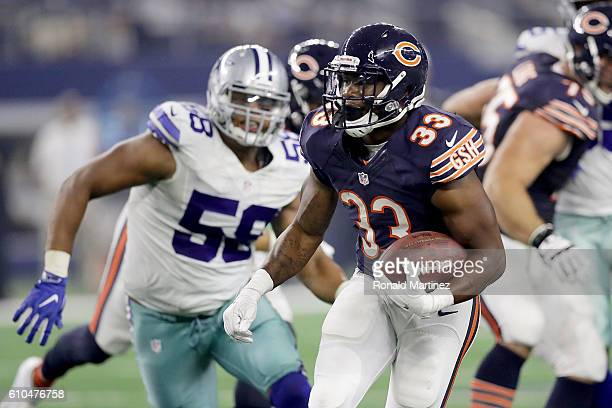 Jeremy Langford of the Chicago Bears runs in the third quarter during a game between the Dallas Cowboys and the Chicago Bears at AT&T Stadium on...