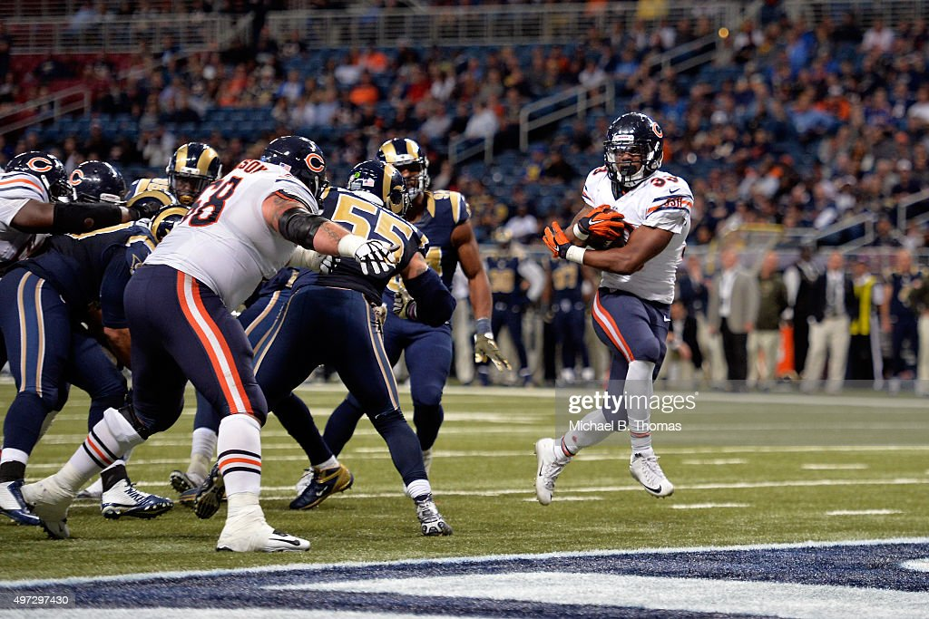 Jeremy Langford #33 of the Chicago Bears scores a touchdown in the fourth quarter against the St. Louis Rams at the Edward Jones Dome on November 15, 2015 in St. Louis, Missouri.