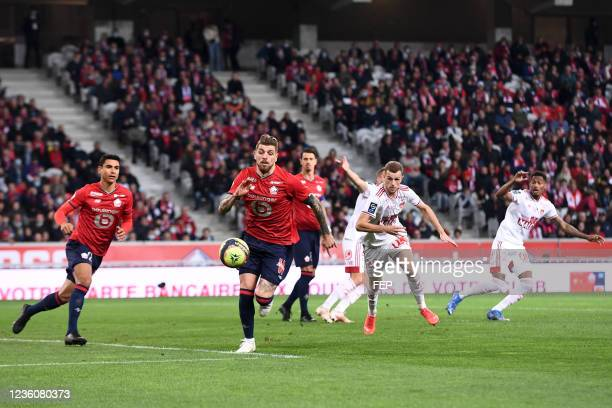 Jeremy LE DOUARON - 08 XEKA during the Ligue 1 Uber Eats match between Lille and Brest at Stade Pierre Mauroy on October 23, 2021 in Lille, France.