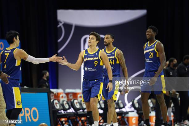 Jeremy Lin high-fives Dusty Hannahs of the Santa Cruz Warriors during the game on March 6, 2021 at HP Field House in Orlando, Florida. NOTE TO USER:...