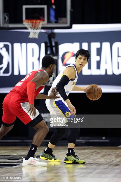 Jeremy Lin of the Santa Cruz Warriors handles the ball against the Rio Grande Valley Vipers on March 5, 2021 at HP Field House in Orlando, Florida....