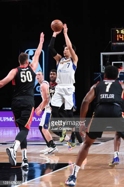 Jeremy Lin of the Santa Cruz Warriors shoots the ball against the Erie BayHawks on March 2, 2021 at AdventHealth Arena in Orlando, Florida. NOTE TO...