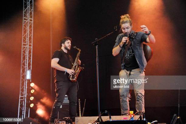 Jeremy Loops buergerlich Jeremy Hewitt der suedafrikanische SingerSongwriter und Umweltaktivist bei einem Konzert auf dem A Summer´s Tale Open Air...