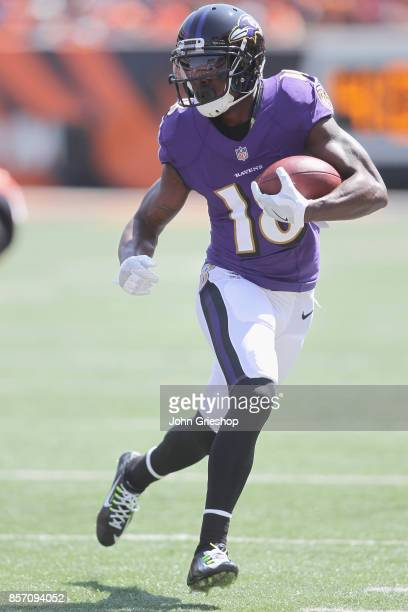 Jeremy Maclin of the Baltimore Ravens runs the football upfield during the game against the Cincinnati Bengals at Paul Brown Stadium on September 10...