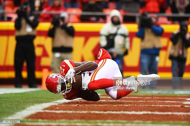 Jeremy Maclin of the Kansas City Chiefs catches a touchdown pass at Arrowhead Stadium during the first quarter of the game on December 27 2015 in...