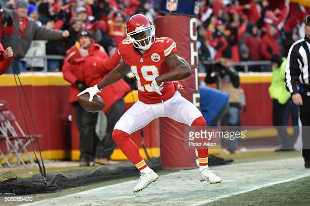 Jeremy Maclin of the Kansas City Chiefs celebrates his touchdown catch at Arrowhead Stadium during the first quarter of the game agains the Oakland...