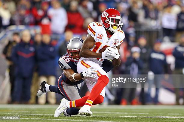 Jeremy Maclin of the Kansas City Chiefs makes a catch in the first quarter against Logan Ryan of the New England Patriots during the AFC Divisional...