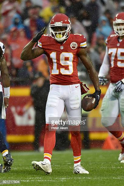Jeremy Maclin of the Kansas City Chiefs salutes the crowd after a first down at Arrowhead Stadium during the first quarter of the game against the...