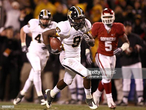 Jeremy Maclin of the Missouri Tigers runs for a touchdown against the Oklahoma Sooners at Arrowhead Stadium on December 6 2008 in Kansas City Missouri