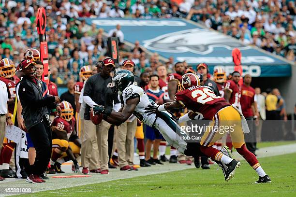 Jeremy Maclin of the Philadelphia Eagles catches a first-down pass against Bashaud Breeland of the Washington Redskins in the fourth quarter at...