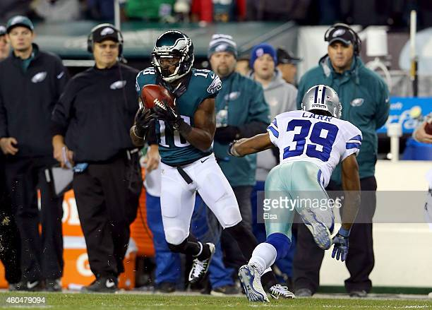 Jeremy Maclin of the Philadelphia Eagles catches a pass against Brandon Carr of the Dallas Cowboys at Lincoln Financial Field on December 14, 2014 in...
