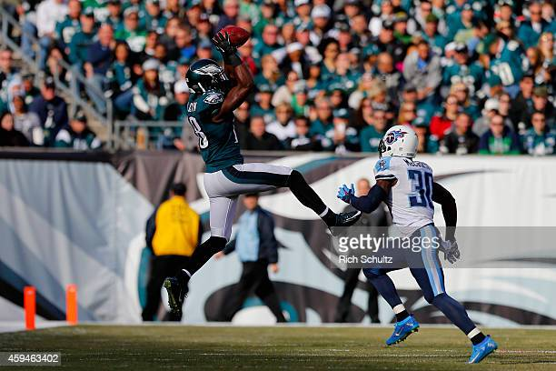 Jeremy Maclin of the Philadelphia Eagles makes an 11yard first down catch against Jason McCourty of the Tennessee Titans in the first quarter at...