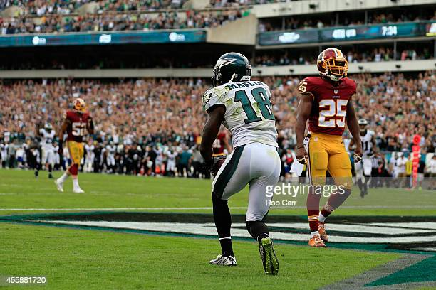 Jeremy Maclin of the Philadelphia Eagles scores a fourth quarter touchdown against the Washington Redskins at Lincoln Financial Field on September 21...