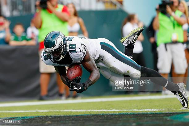 Jeremy Maclin of the Philadelphia Eagles scores a touchdown against the Washington Redskins in the fourth quarter at Lincoln Financial Field on...