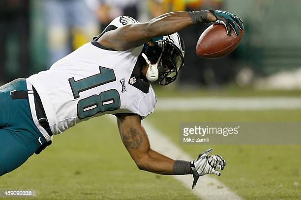 Jeremy Maclin of the Philadelphia Eagles stretches for a touchdown after a reception against the Green Bay Packers during the fourth quarter of the...