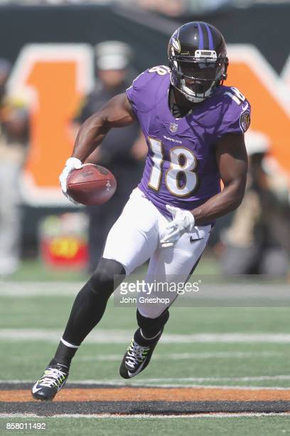 Jeremy Maclin the Baltimore Ravens runs the football upfield during the game against the Cincinnati Bengals at Paul Brown Stadium on September 10...