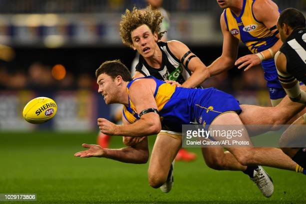 Jeremy McGovern of the Eagles handpasses the ball during the 2018 AFL Second Qualifying Final match between the West Coast Eagles and the Collingwood...