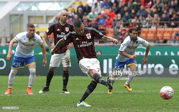 Jeremy Menez of AC Milan scores his goal from the penalty spot during the Serie A match between AC Milan and Frosinone Calcio at Stadio Giuseppe...