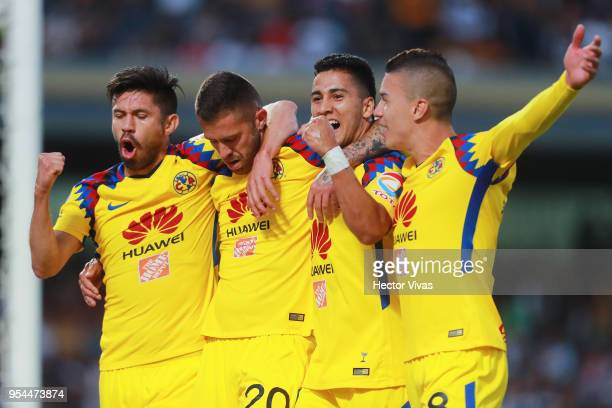Jeremy Menez of America celebrates with teammates after scoring the second goal of his team during the quarter finals first leg match between Pumas...