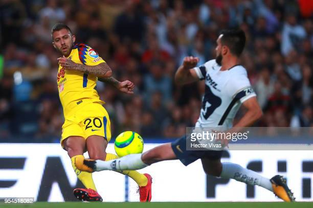 Jeremy Menez of America struggles for the ball with Luis Quintana of Pumas during the quarter finals first leg match between Pumas UNAM and America...