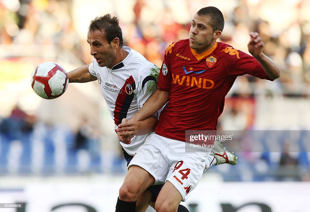 Jeremy Menez (R) of AS Roma and Daniele Portanova of Bologna FC compete for the ball during the Serie A match between AS Roma and Bologna FC at Stadio Olimpico on November 1, 2009 in Rome, Italy.