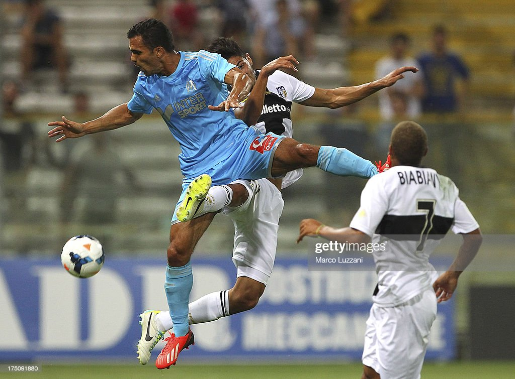 Jeremy Morel (L) of Olympique de Marseille competes for the ball with Pedro Mendes (C) of Parma FC during the pre-season friendly match between Parma FC and Olympique de Marseille at Stadio Ennio Tardini on July 31, 2013 in Parma, Italy.
