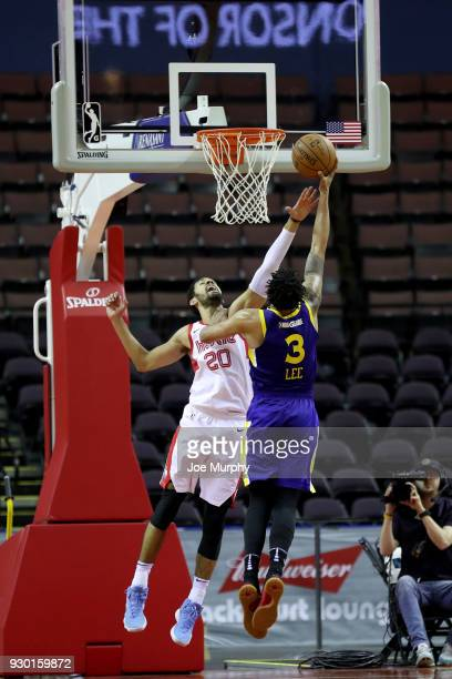 Jeremy Morgan of the Memphis Hustle blocks the shot against Damion Lee of the Santa Cruz Warriors during an NBA GLeague game on March 10 2018 at...
