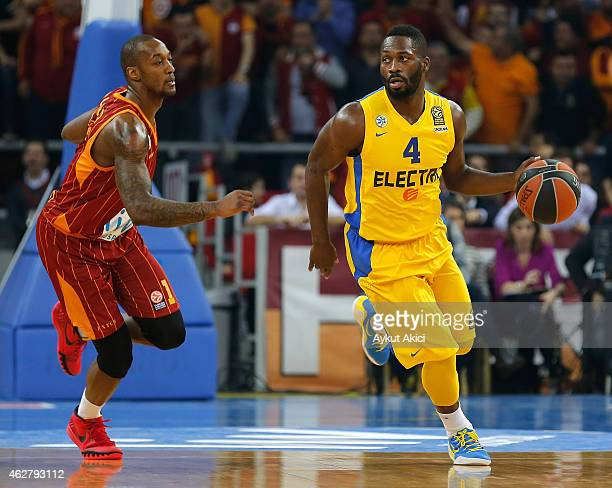 Jeremy Pargo #4 of Maccabi Electra Tel Aviv competes with Justin Carter #1 of Galatasaray Liv Hospital Istanbul during the Euroleague Basketball Top...