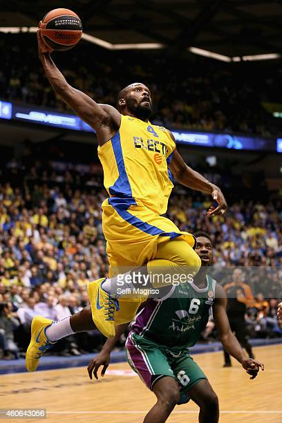 Jeremy Pargo #4 of Maccabi Electra Tel Aviv in action during the 20142015 Turkish Airlines Euroleague Basketball Regular Season Date 10 game between...