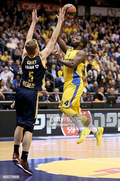 Jeremy Pargo #4 of Maccabi Electra Tel Aviv in action during the Turkish Airlines Euroleague Basketball Top 16 Date 7 game between Maccabi Electra...
