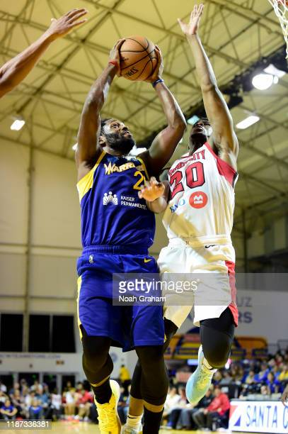 Jeremy Pargo of the Santa Cruz Warriors gets to the hoop against the Windy City Bulls during an NBA GLeague game on December 8 2019 at the Kaiser...
