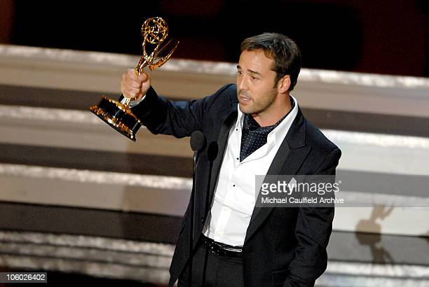 Jeremy Piven accepts Outstanding Supporting Actor In A Comedy Series award for Entourage