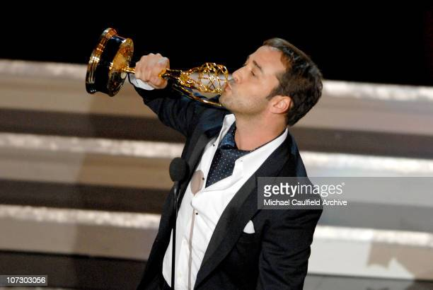 """Jeremy Piven accepts Outstanding Supporting Actor In A Comedy Series award for """"Entourage"""""""