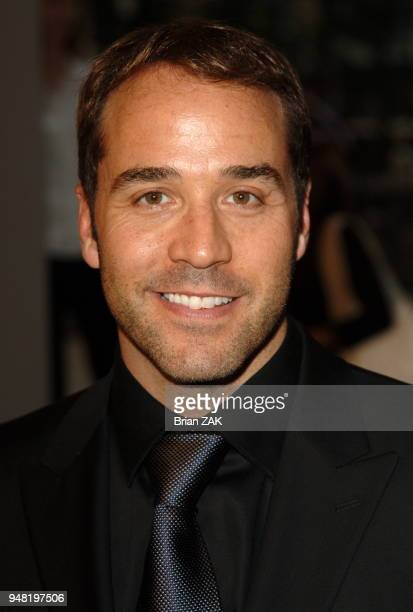 Jeremy Piven arrives at the 2006 CFDA Awards held at the New York Public Library New York City BRIAN ZAK