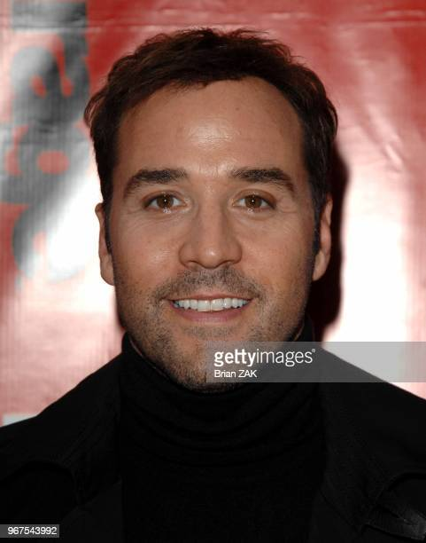 Jeremy Piven arrives to HBO Presents The Fourth Season Premiere of 'Entourage' held at the Ziegfeld Theater New York City BRIAN ZAK