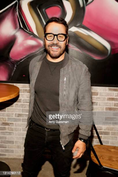 """Jeremy Piven attends """"Shindig"""" standup comedy show benefitting Color Of Change hosted by Jimmy Shin at Black Star Burger on April 24, 2021 in Los..."""