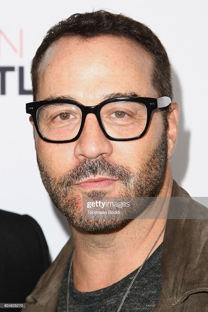 Jeremy Piven attends the 3rd Annual Airbnb Open Spotlight at Various Locations on November 19, 2016 in Los Angeles, California.